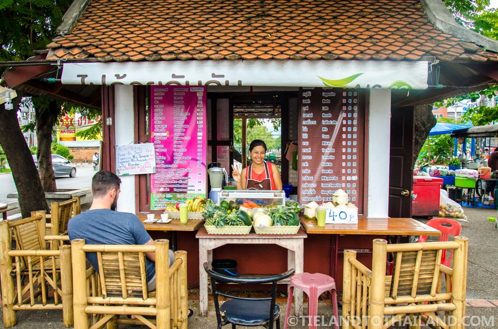 """Smoothies at """"Coffee Build"""", located at the Chiang Mai Gate Street Stalls"""