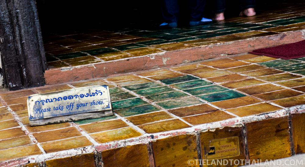 Proper Thai etiquette: Remove shoes before entering a temple