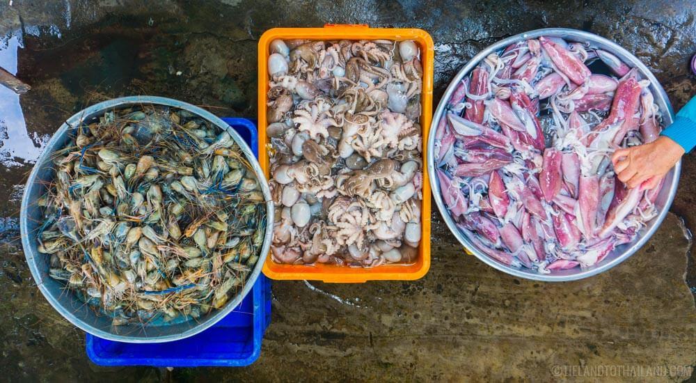 Fresh seafood at a Vietnamese market