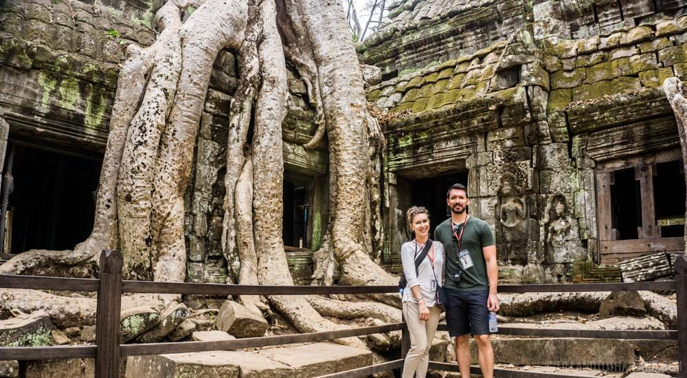 What to wear to Angkor Wat: clothing that covers your shoulders, long shorts or pants.