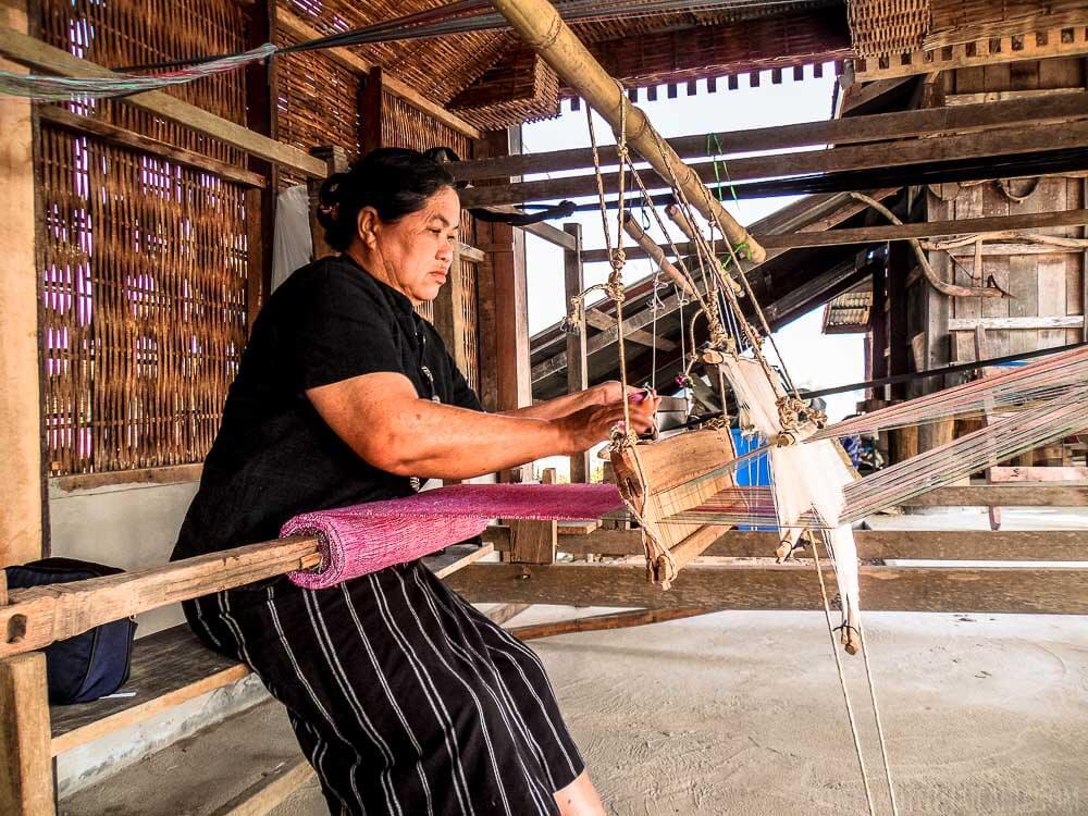 Travel Guide Loei Thailand: Tai Dam woman weaver