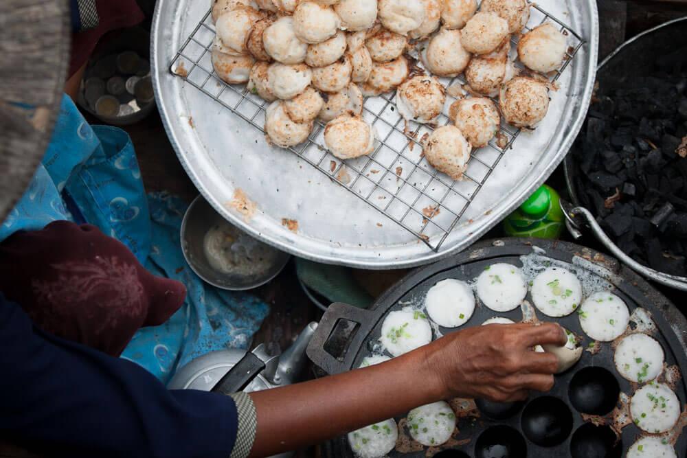 Thai Coconut Pancakes - Khanom Khrok | Food Guide to Thai Street Snacks