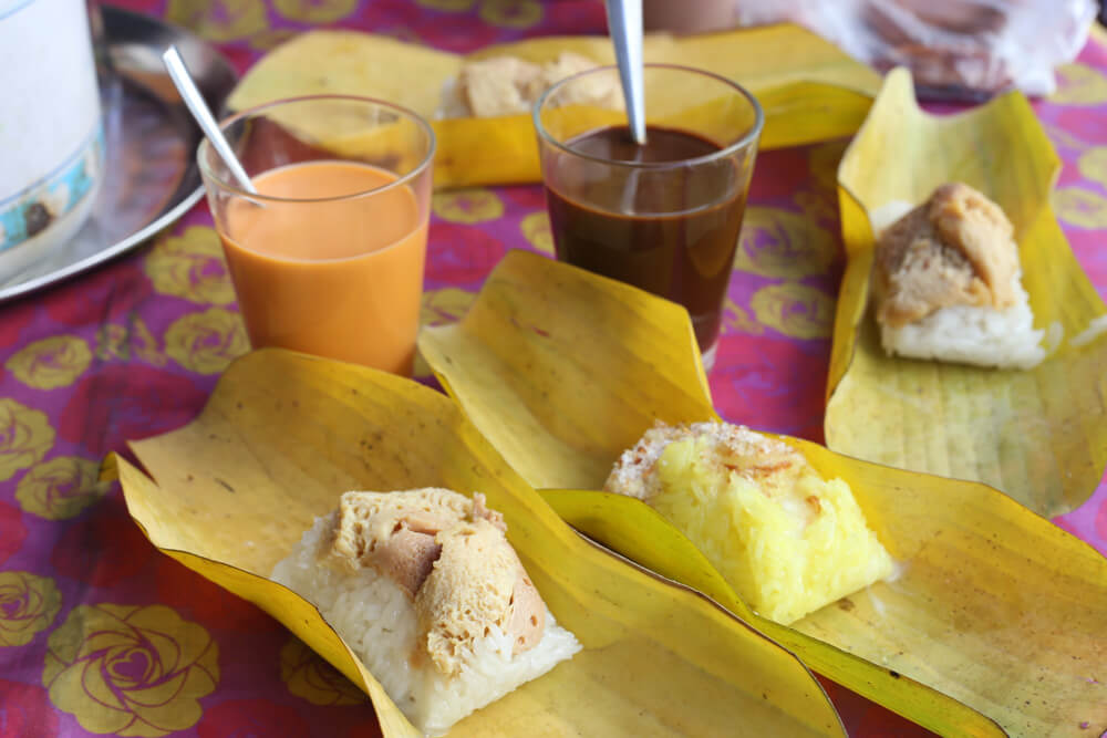 Banana Leaf Custard Sticky Rice - Khao Nieow Sungkaya | Food Guide to Thai Street Snacks