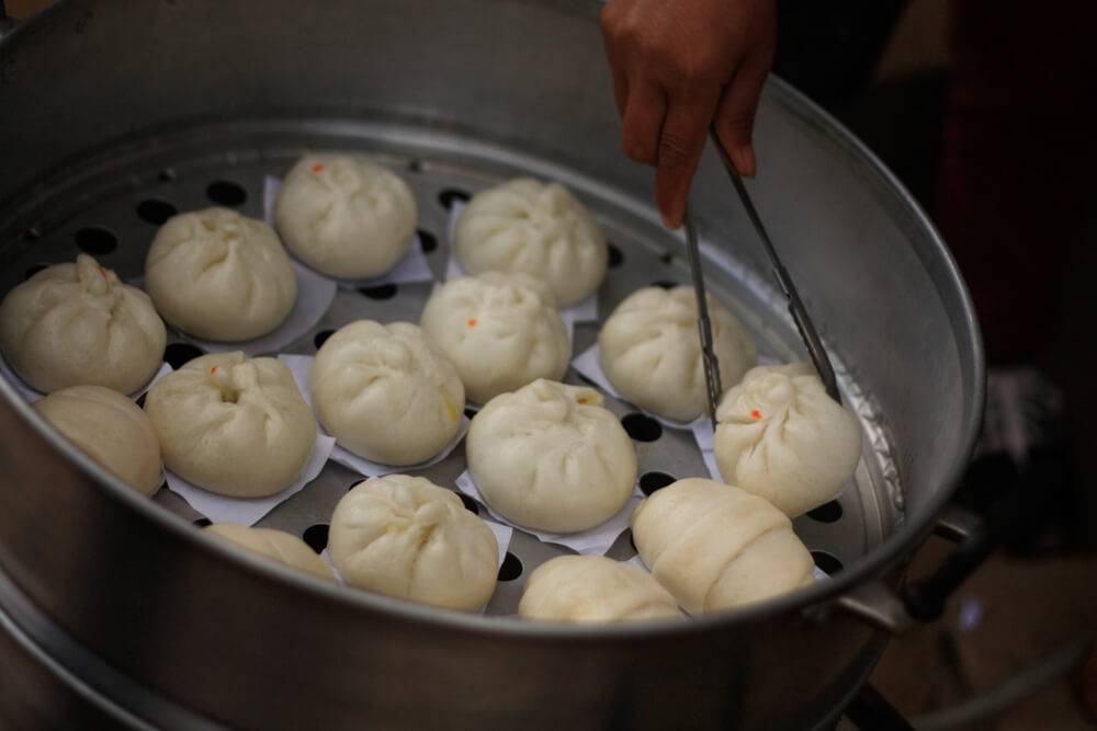 Thai-Chinese Steamed Bun - Salapao | Food Guide to Thai Street Snacks