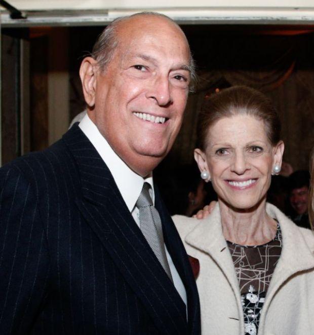 Óscar de la Renta junto a su esposa Anette Engelhard Reed.