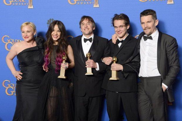 Richard Linklater posa con los protagonistas de Boyhood.