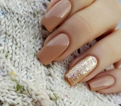 9 soberbios diseños de uñas con purpurina