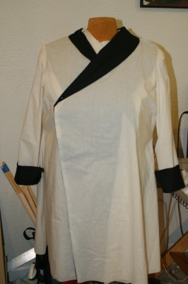 coat muslin, with contrast collar and cuffs