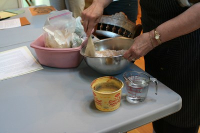 mixing the resist paste