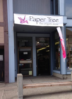 """Paper Tree"" - an origami store"