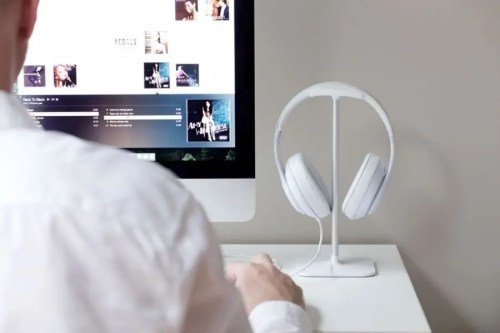 Stand Posto para auriculares color blanco 1