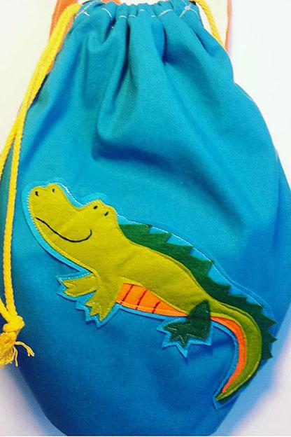 mochila infantil de cocodrilo