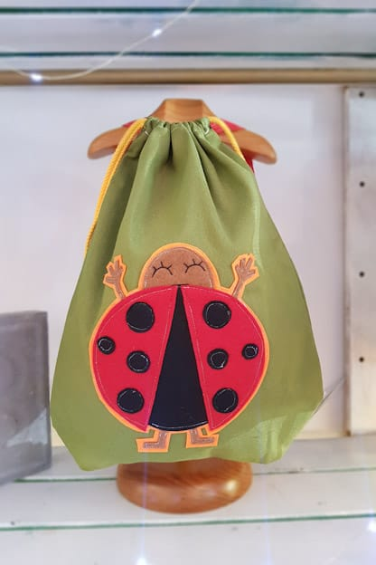 mochila infantil Mariquita verde