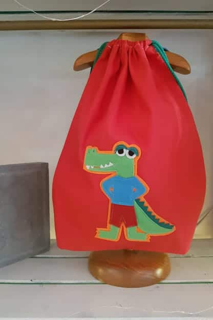 mochila infantil caiman rojo