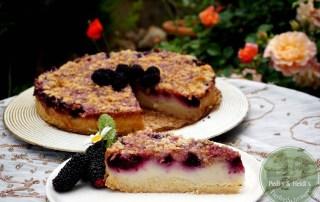 Pudding-Schmand-Streuselkuchen mit Beeren, vegan
