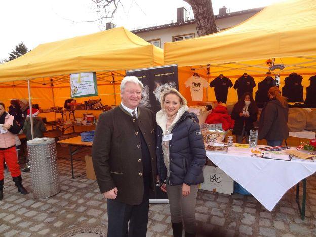 Ehrenamtlicher Vorstandsvorsitzender Kurt Perlinger des Tierschutzvereins mit Steffi Weiser, T!erLaut