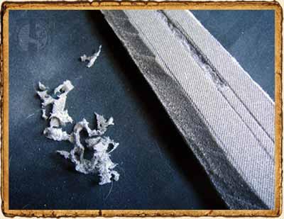 Detalle del filo de la espada y parte del vaciado.