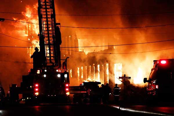 Survival Zombie- Edificio en llamas