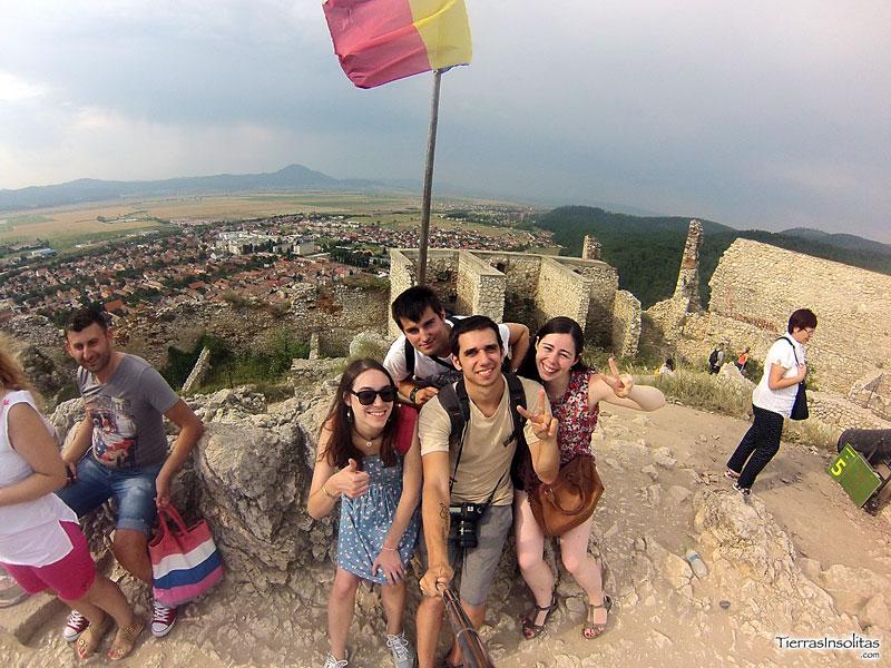 ¿Buscar gente para viajar o viajar con amigos?