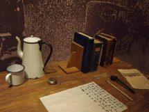 Decorate Desk - Gentlemanual