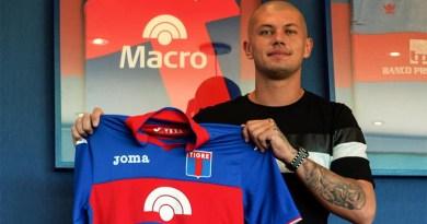 Foto del día: Gastón Guruceaga firmó con el Matador