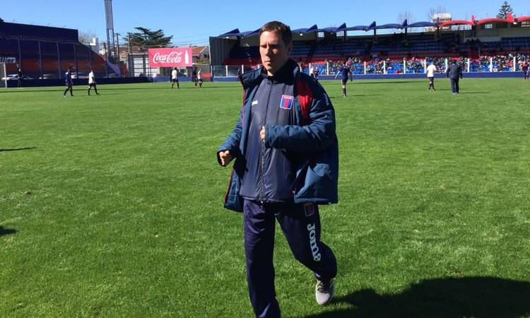"""Guillermo Schneebeli: """"Los jugadores están esperando que no haya ningún síntoma"""""""