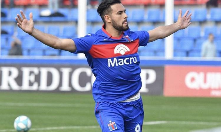 """Enzo Díaz: """"A veces llego a casa, me acuesto y me pongo a mirar el techo pensando en cómo puede ser que no puedo meter goles"""""""