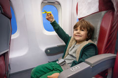 copii_in_avion