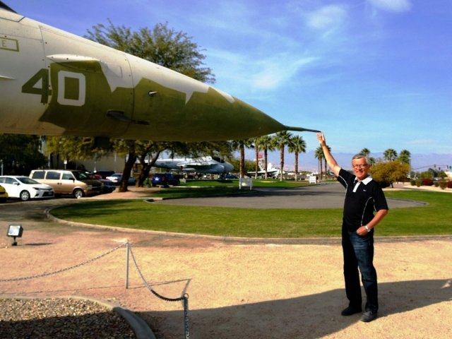 stopping-f16-outside-palm-springs-air-museum