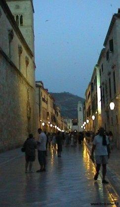 KRO-Dubrovnikin-paakatu-iltavaloissa