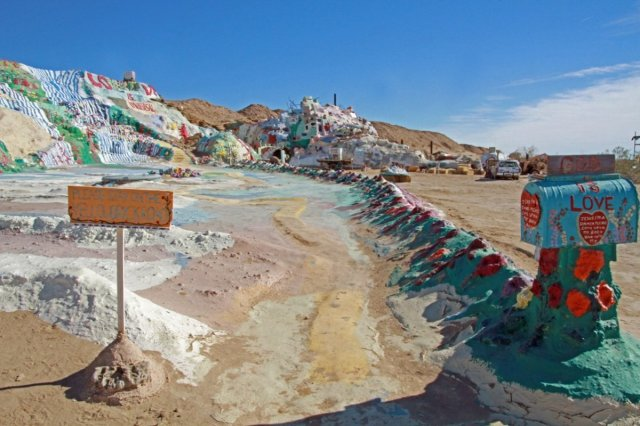 yellow-brick-road-to-salvation-mountain