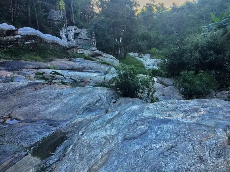 waterfall wat pha lat