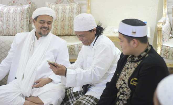 TIKTAK.ID - Kediaman Habib Rizieq di Arab Saudi Selalu Ramai Pengunjung, Otoritas Setempat Tak Masalah