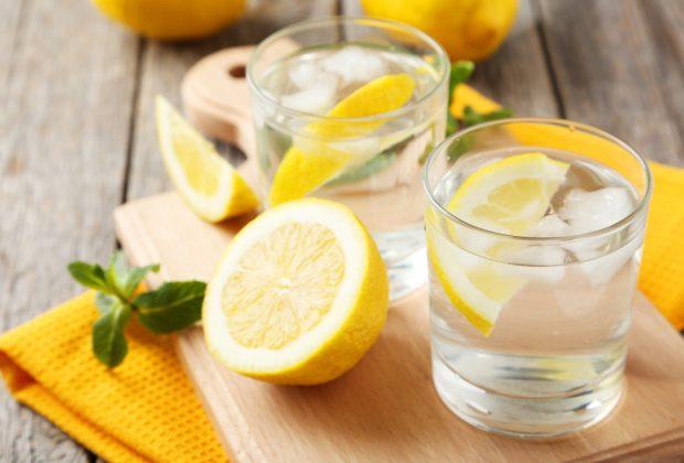 TIKTAK.ID - Minum Air Lemon Hangat Tiap Hari dan Rasakan 8 Khasiat Luar Biasanya ini