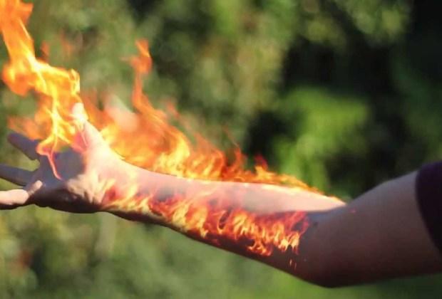 Menguak Misteri Orang-Orang yang Mampu Membakar Benda dengan Api dari Tubuhnya