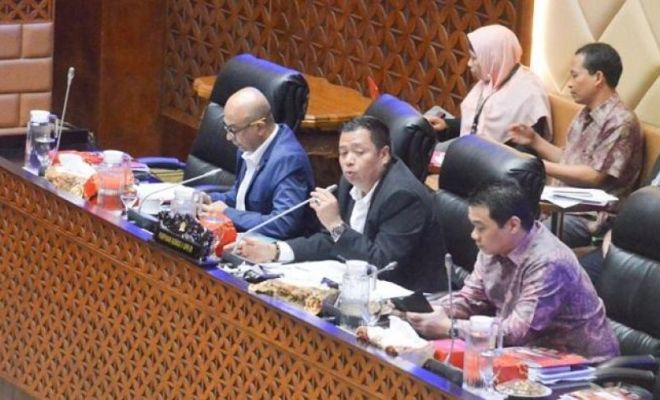 Anies Ridwan Kamil dan Wahidin Mangkir Rapat Banjir