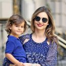 Putra Model Ternama Miranda Kerr Cuci Mobil dan Jualan Es Lemon untuk Dapat Uang Jajan