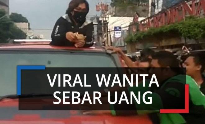 Ngaku Terinspirasi Jokowi, Wanita ini Tebar Uang di Jalan Naik Mobil Hummer