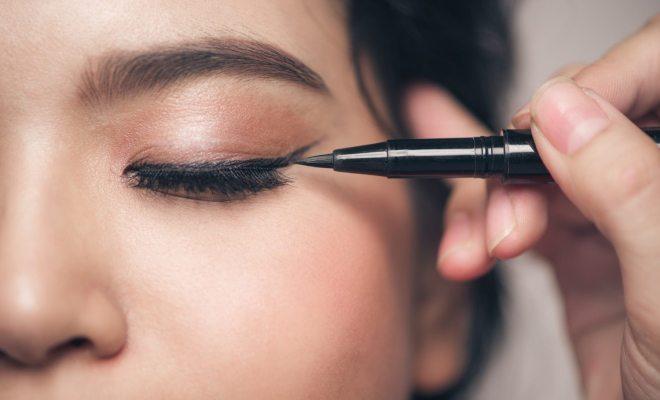 Risiko Infeksi dari Pemakaian Eyeliner dan Maskara