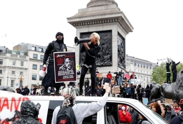Demonstran di London Bentrok dengan Kelompok Sayap Kanan