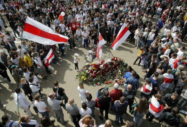 Ribuan Orang di Belarusia Hadiri Pemakaman Demonstran yang Tewas