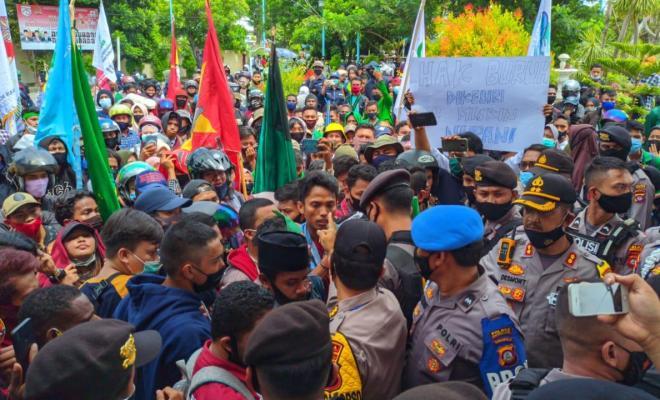 Kecewa Sikap Pemerintah dan DPR, MUI juga Desak Jokowi Kendalikan Tindakan Brutal Aparat di Demonstrasi Omnibus Law