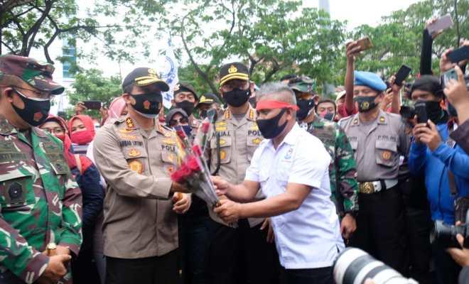 Polda Jateng Acungi Jempol Demo Buruh Semarang Tertib dan Damai