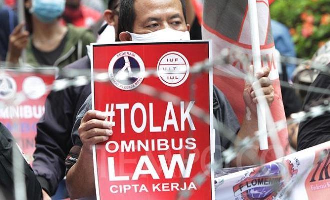 UU Cipta Kerja Jokowi Ditolak Buruh, Rupiah Jadi Nomor 1