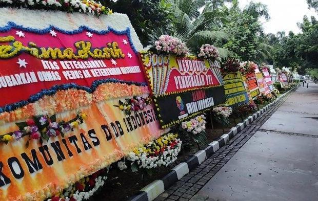 Warga Aceh Bakar Kiriman Karangan Bunga 'Ormas Aceh' Anti-FPI