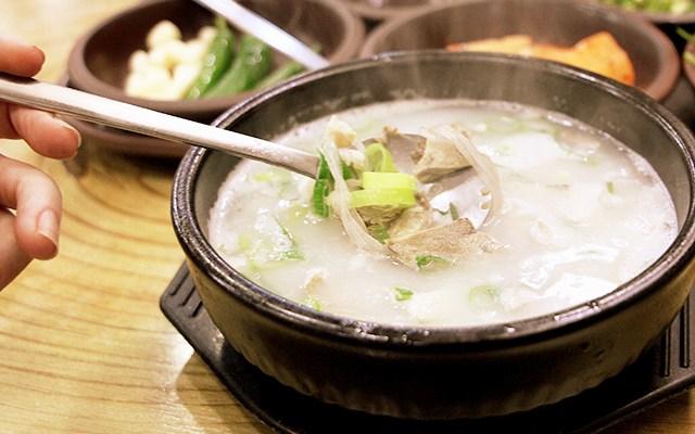Resep dan Sejarah Gukbap, Nasi Sup Hangat Khas Korea
