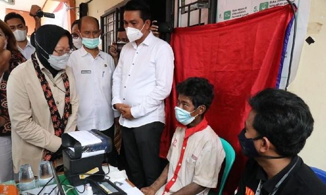Risma Lakukan Perekaman e-KTP Suku Anak Dalam Jambi