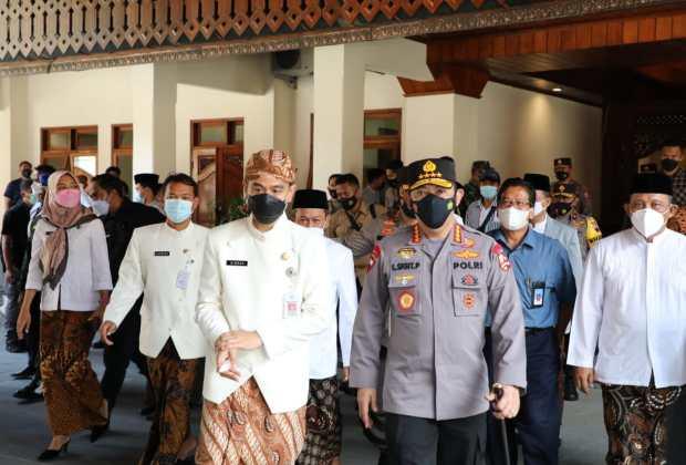 Didampingi Gibran, Kapolri Tinjau Vaksinasi di Pendapi Gedhe Balikota Surakarta