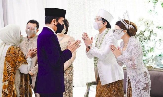 Akun Twitter Kemensetneg Diserbu Netizen Usai Unggah Foto Jokowi di Pernikahan Atta-Aurel