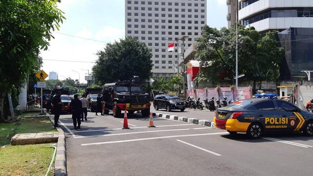 TNI-Polri Jaga Ketat Gedung KPK, Water Canon Siaga. Ada Apa?